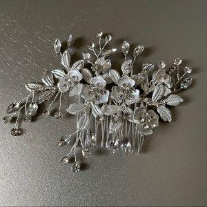 Silver flower and rhinestone bridal hair comb